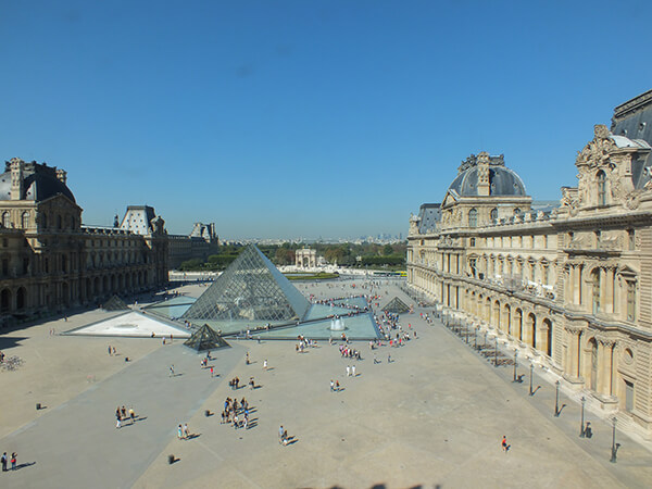 European Horizon Louvre Paris Contiki