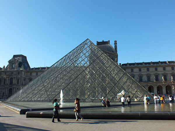 Louvre Paris Contiki European Horizon